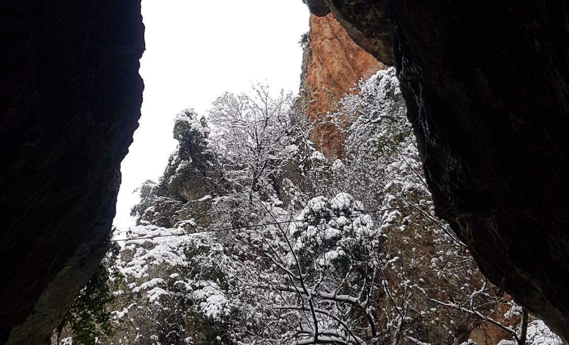 Oylat Mağarası içeriden dışarıya bakış