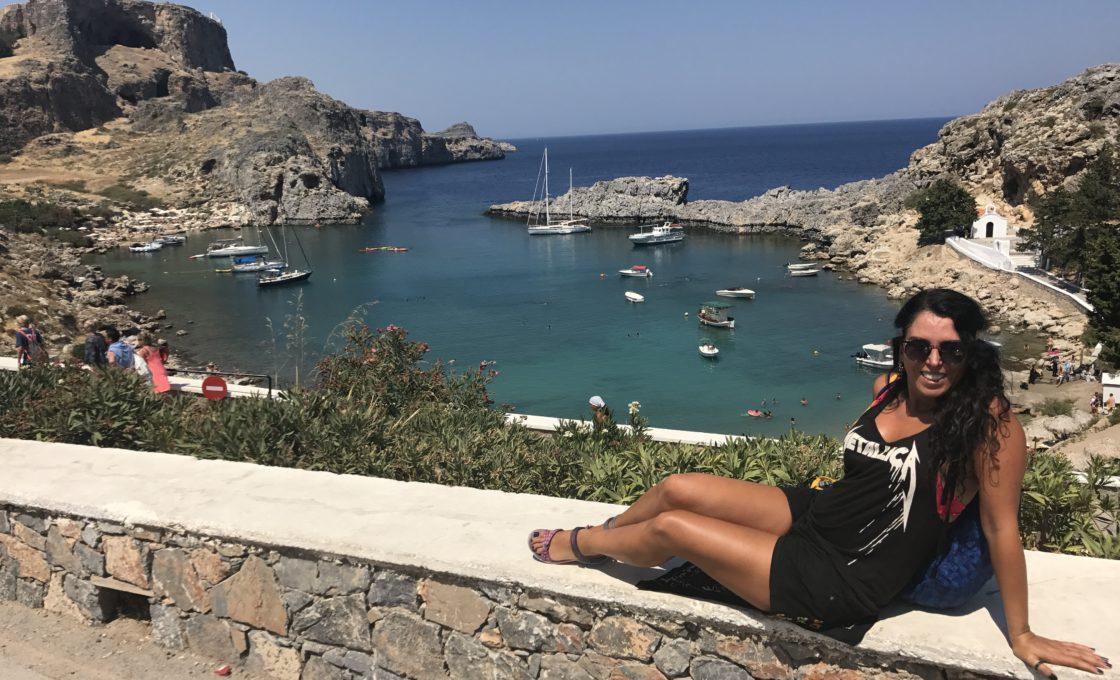 Lindos Athena tapınağından gözüken göl gibi deniz