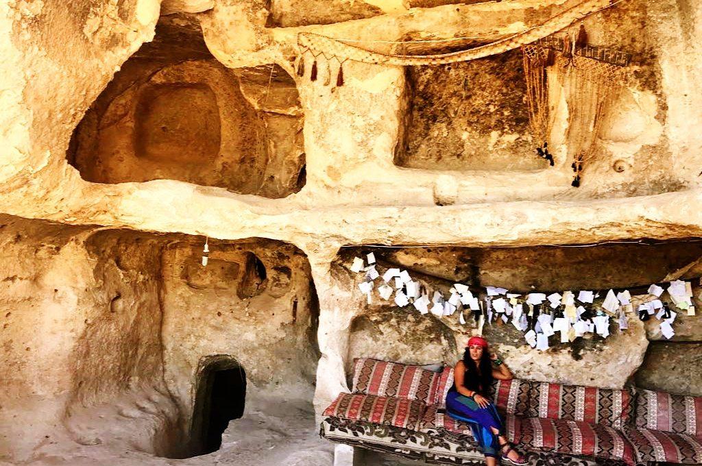 Kasır Rabi de ki mağaralar