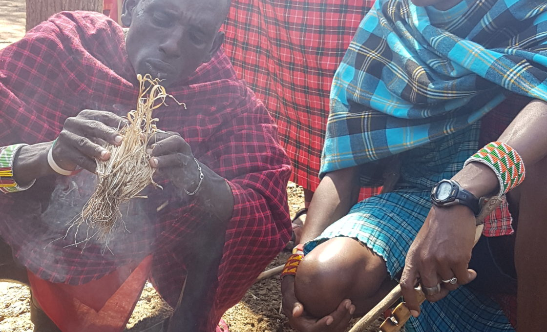 Masai Mara yerlileri ateş yakıyor