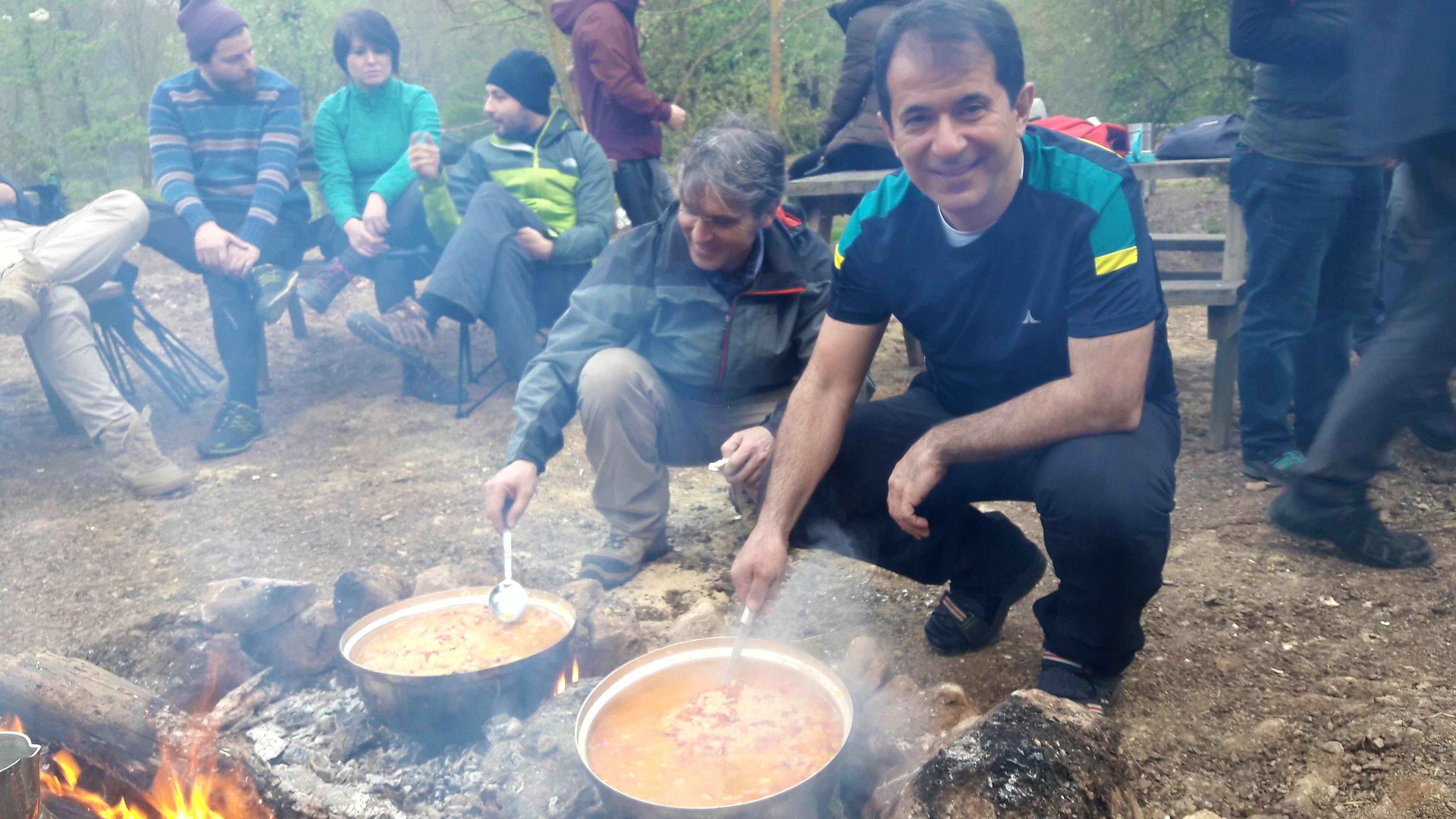 Kastamonu ekibi yemek hazırlıyor