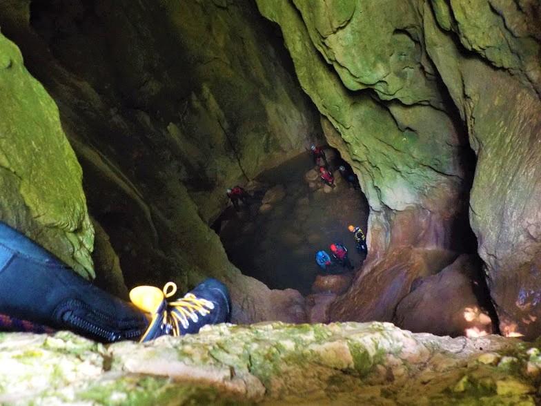 Ayvaini Mağarası'nda aşağıya bakış