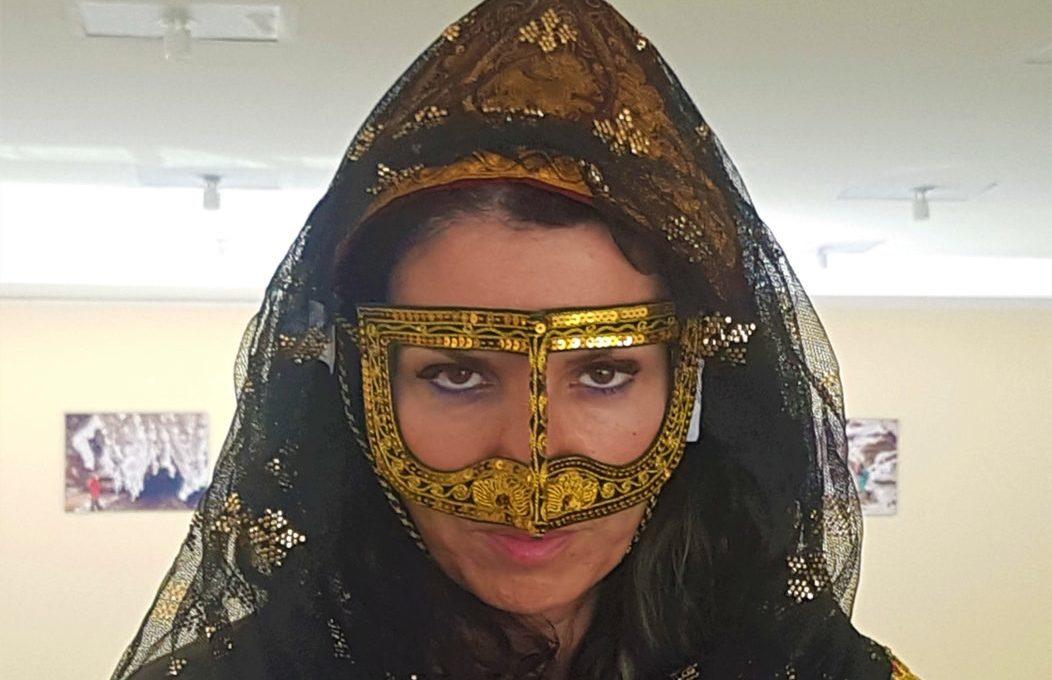Keşm Adası kadınlarının kullandığı geleneksel maske