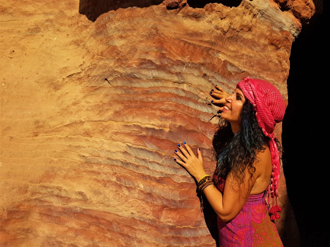 Rengarenk taşlara dokunmaya doyamadık