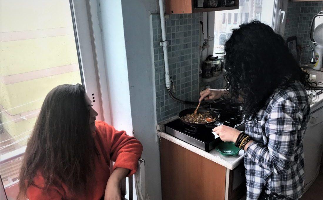 Uygunadimdoga ve Nerdesinbahar kahvaltı hazırlarsa